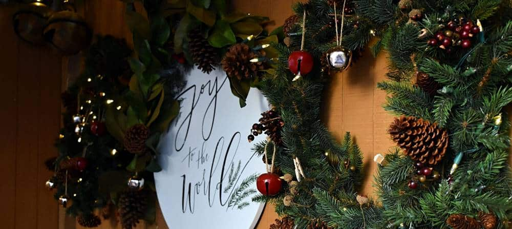 fundraising-ideas-holiday-wreaths